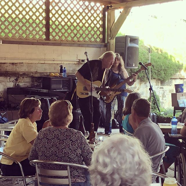 King Bees duo playing tonight 6-9, come chill out with their amazing music and a cold glass of cider. #molleychompercider #drinklocal #livemusic #ashecountync #kingbees