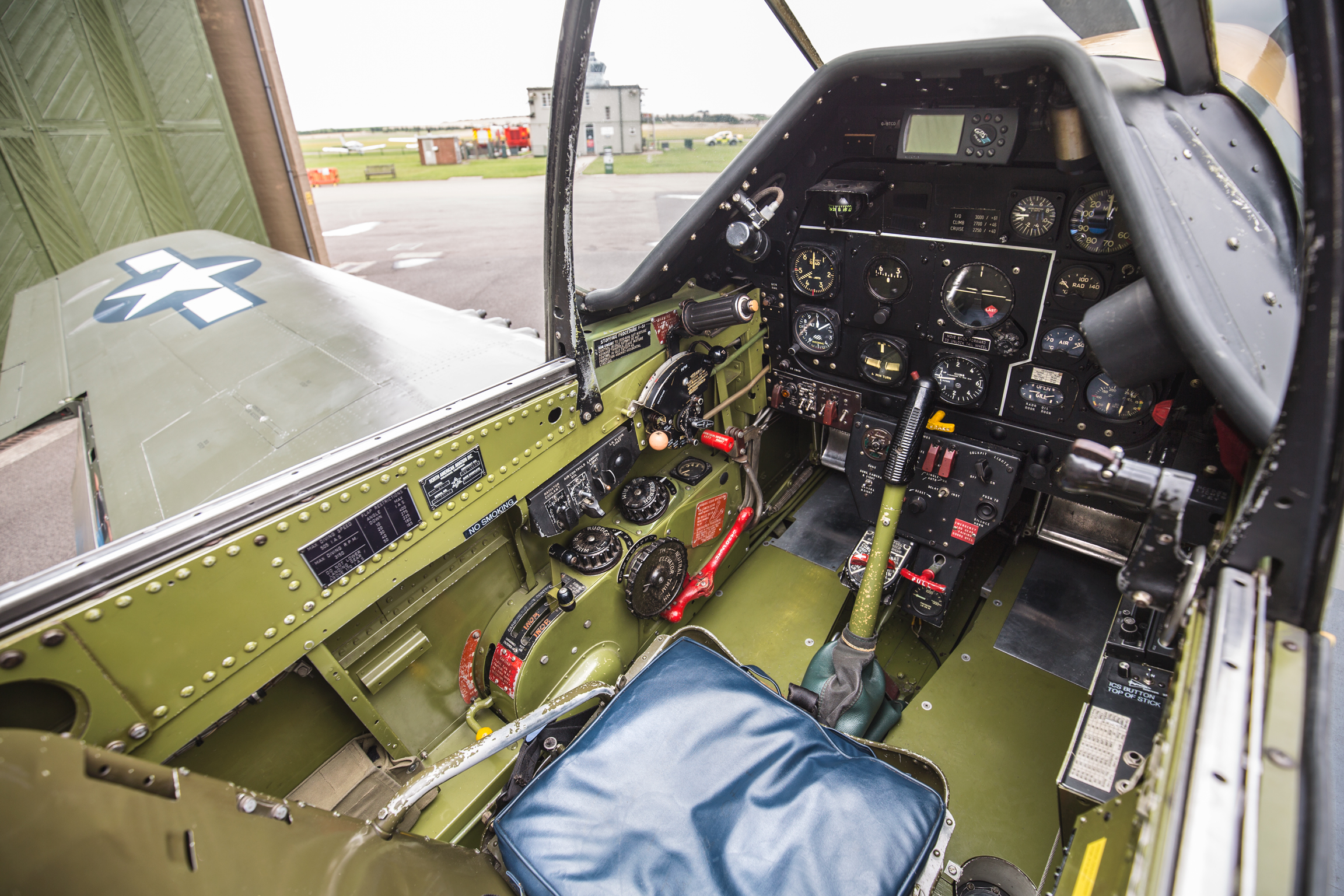 frankie-cockpit-5.jpg