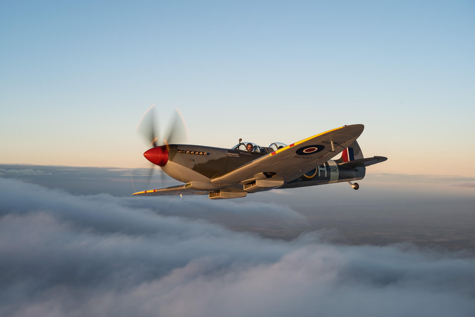 ARCo-Spitfire-PV202-Gallery_banking-right.jpg