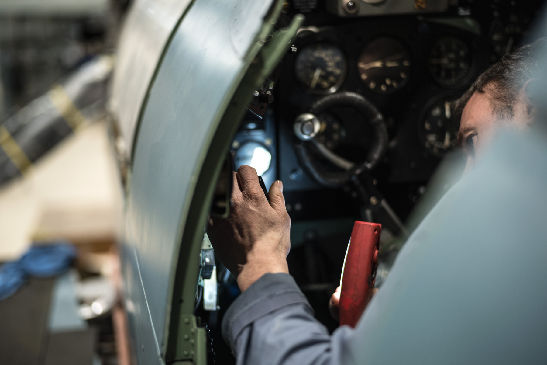 HFL-Spitfire-restoration-engineer-prxi-cockpit.jpg
