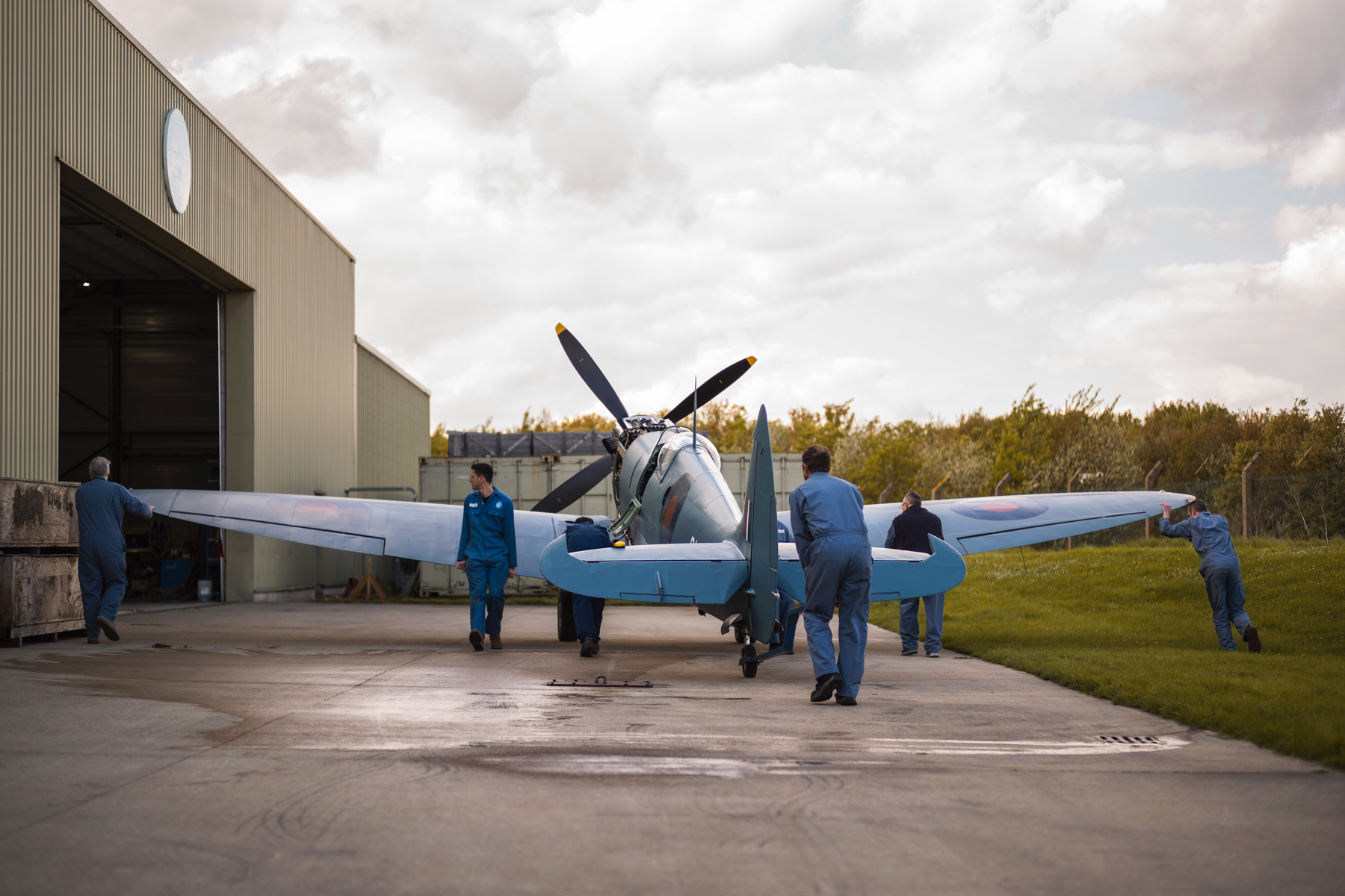 HFL-Spitfire-restoration-engineers-prxi-into-hangar.jpg
