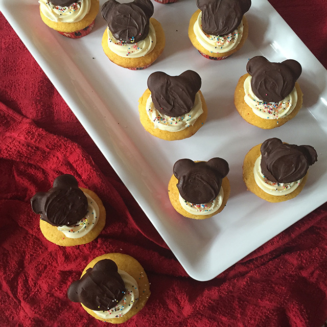super mom mickey mouse cupcakes