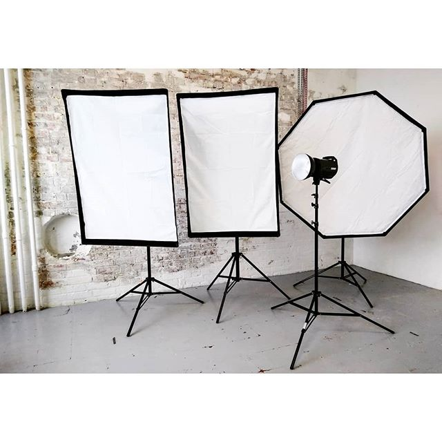 ✨ We've replaced the lighting system in the studio with a new set of four Elinchrom BRX 500 flash heads with modifiers. Umbrellas and beauty dish also available. As usual, all included in the hire price •