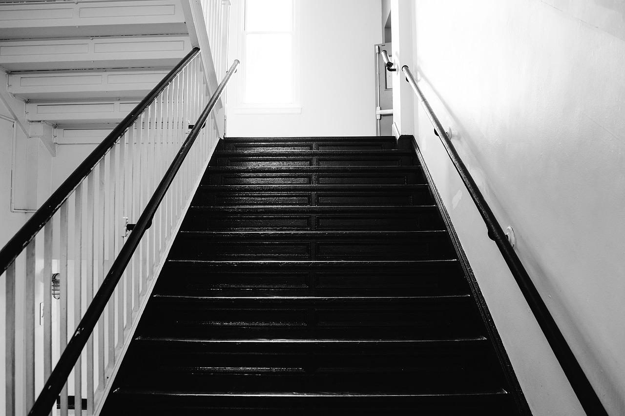 stair-820154_1280.jpg