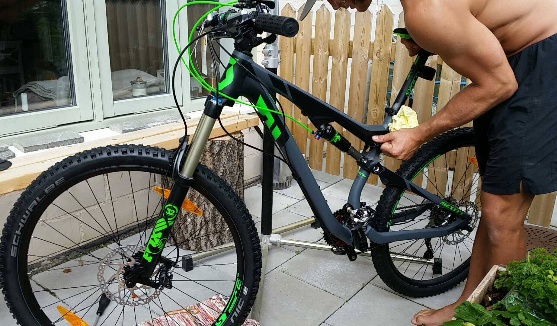 Anna har skaffat en ny cykel (reflexerna är nu borta)