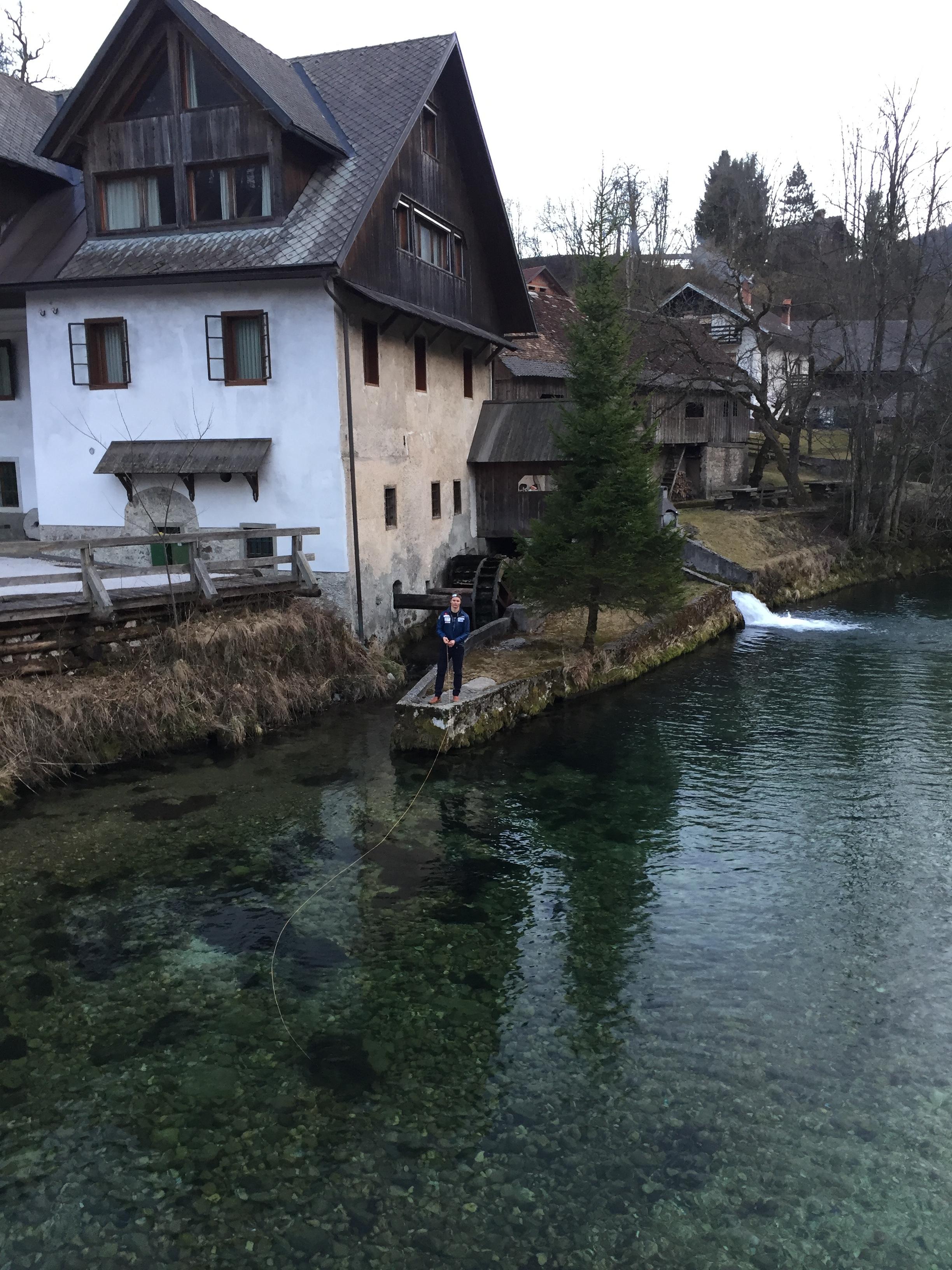 Mitja tog med mig på två fiskerundor. Flugfiskade för första gången någonsin och ficka alltså göra det i Slovenien. Kända för sina fiskevatten.