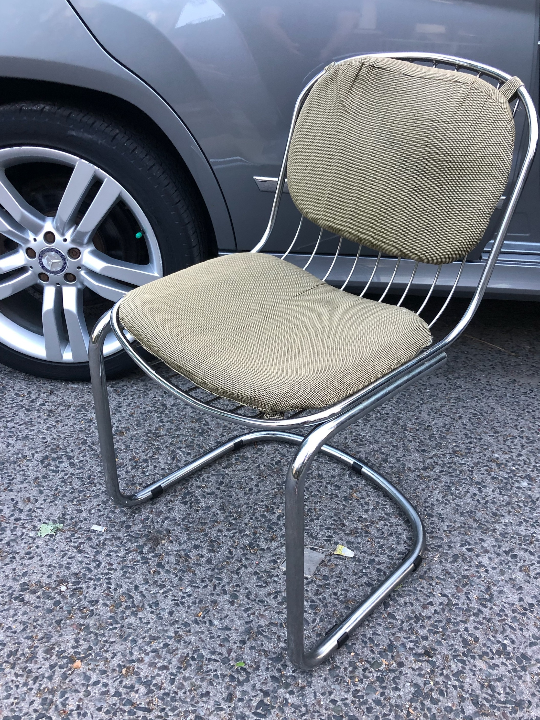 Picking up the vintage cantilevered dining chairs I found on Kijiji. The chrome frames were in great shape.