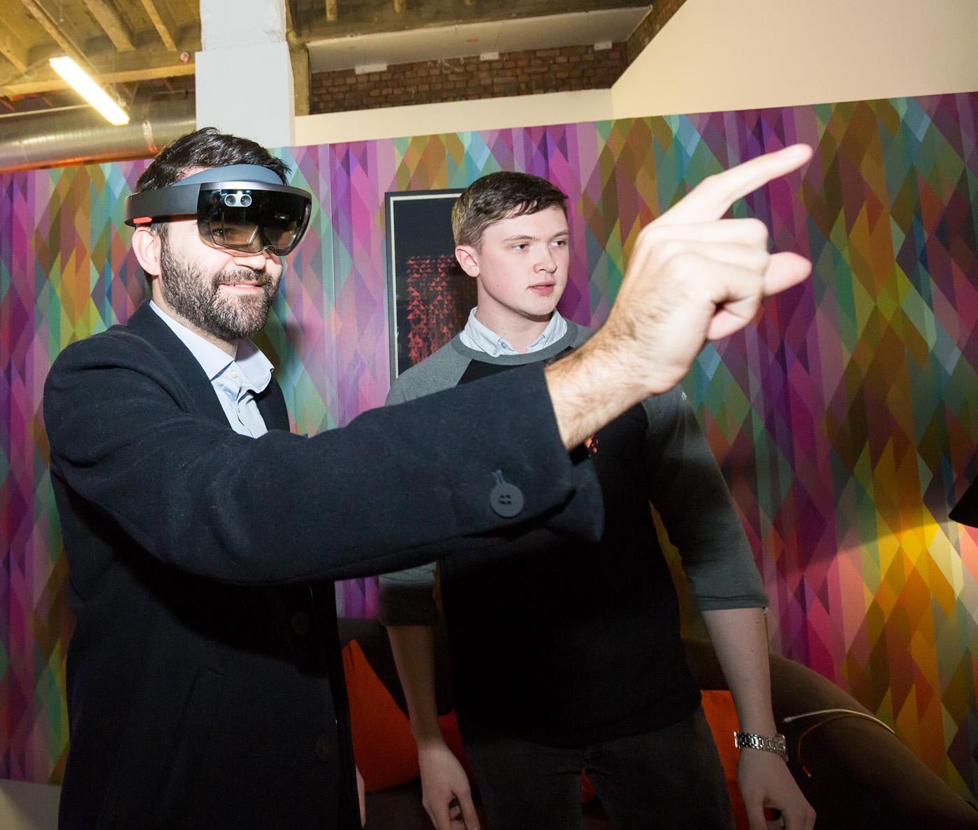 HoloLens 2.jpg