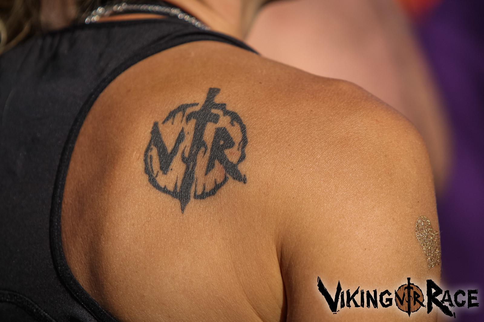 Noen har sagt at man skal tenke nøye over hva slags tatovering man tar...jeg kommer aldri til å angre på min! Viking Race og menneskene bak har betydd og kommer alltid til å bety så mye for meg at jeg med stolthet bærer min VR tattoo på ryggen.Engang viking, alltid viking!
