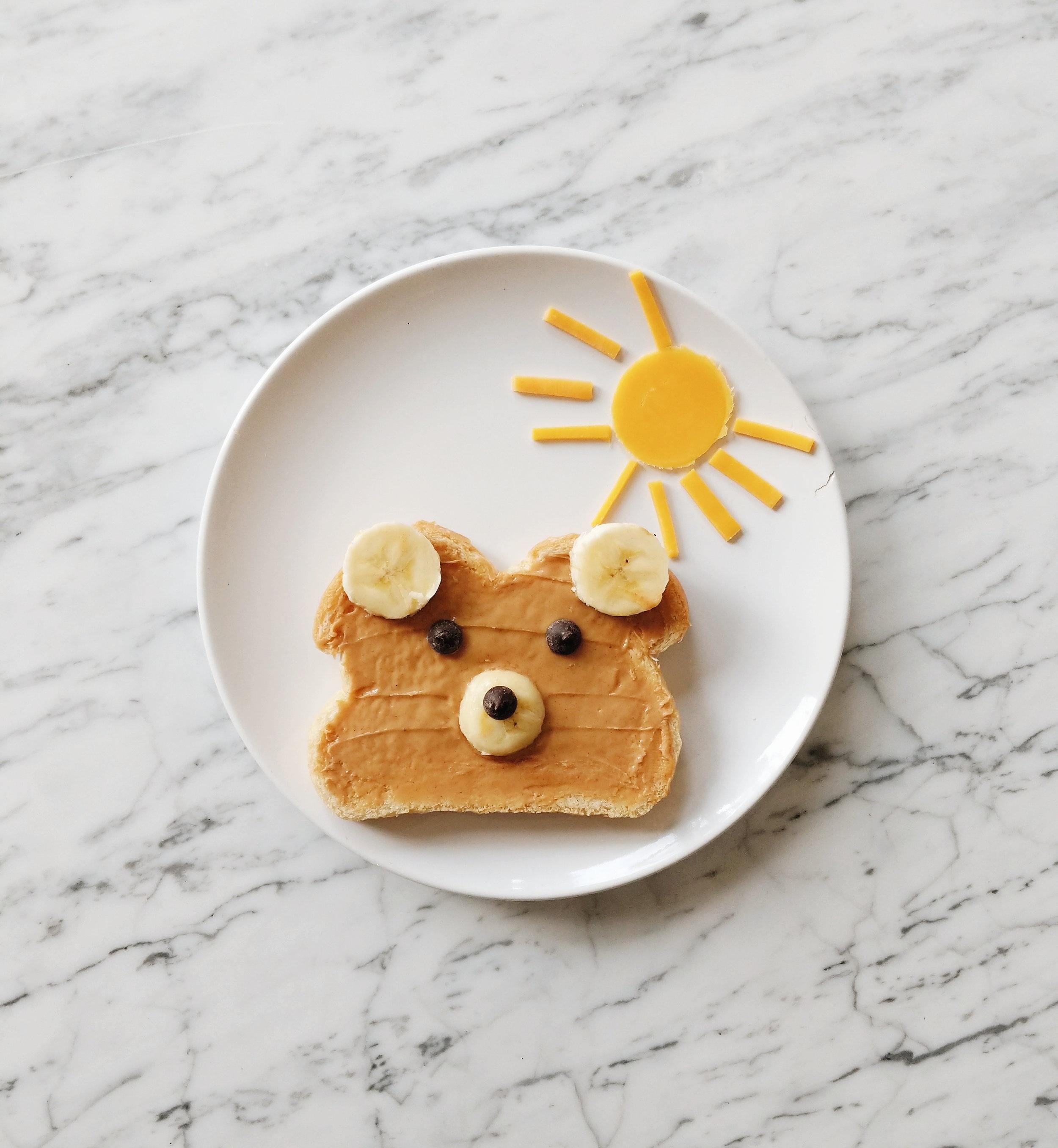 missjesscraven-toddlermeals-peanutbutter-and-bananas.jpg