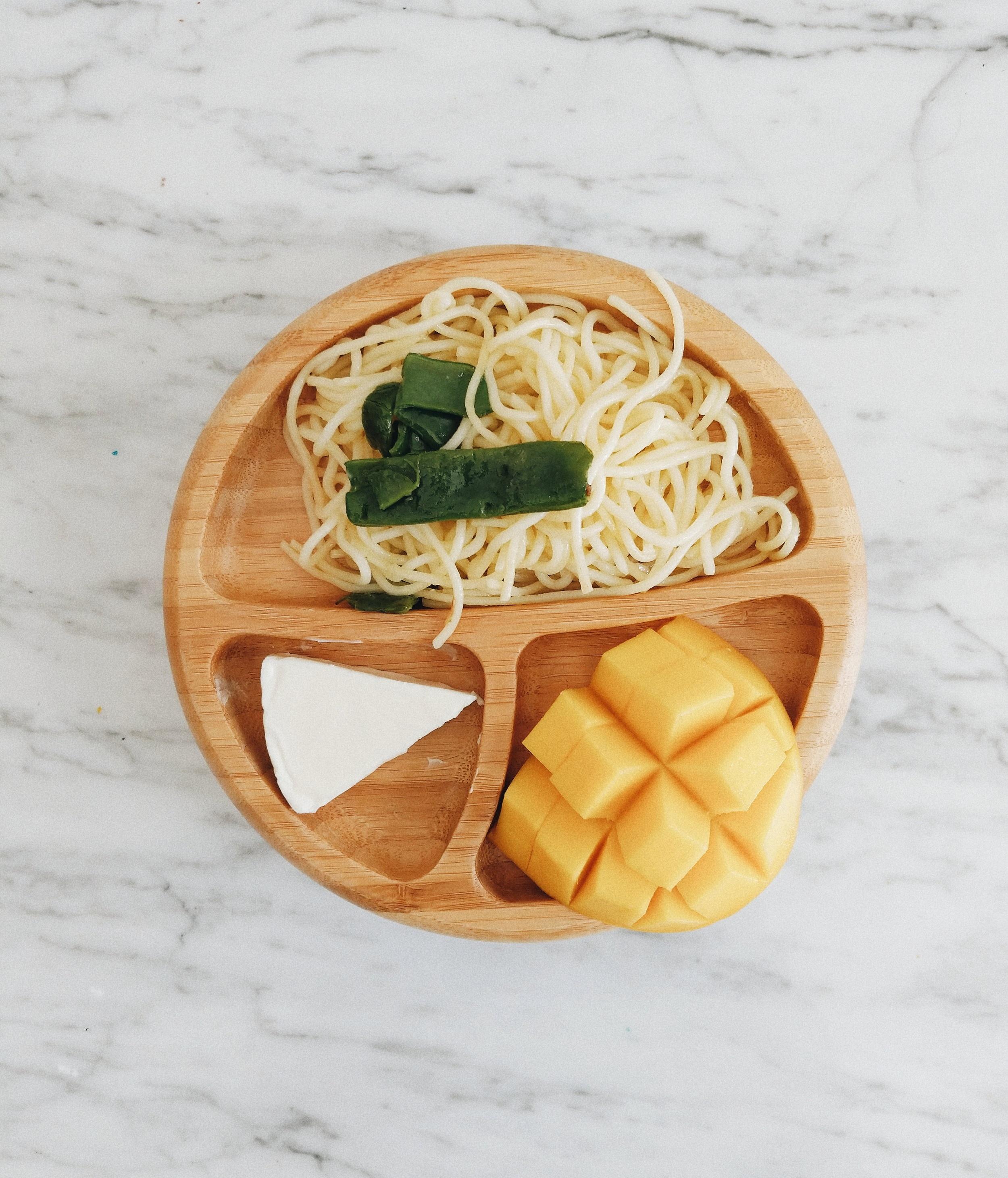 missjesscraven-toddlermeals-pasta-and-mango.jpg