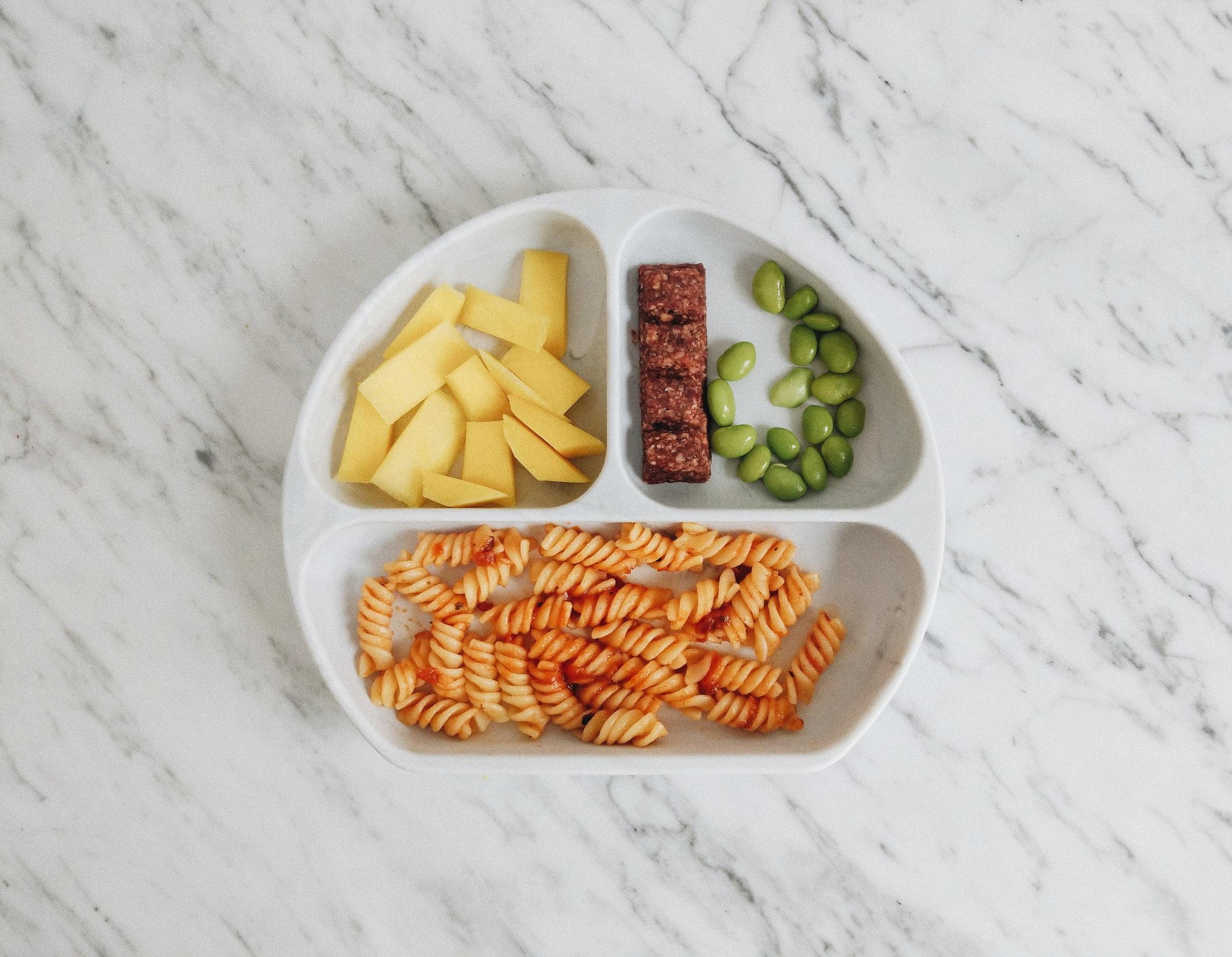 missjesscraven-toddlermeals-leftover-pasta.jpg