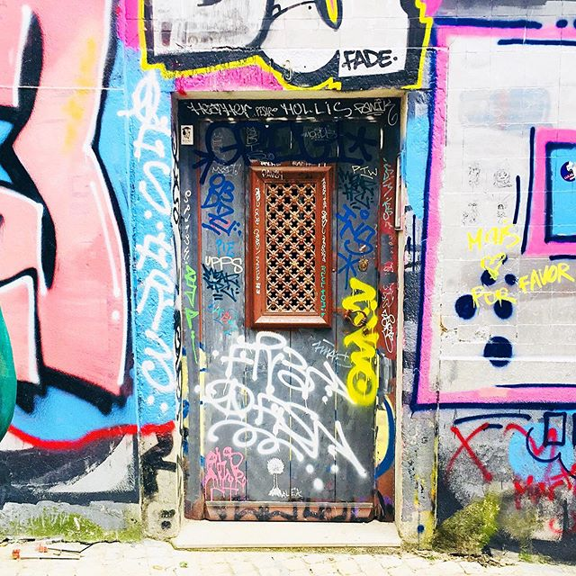 365 days ago we were floating through graffiti heaven 💞#portugal #spinpincreative @jeffpinals