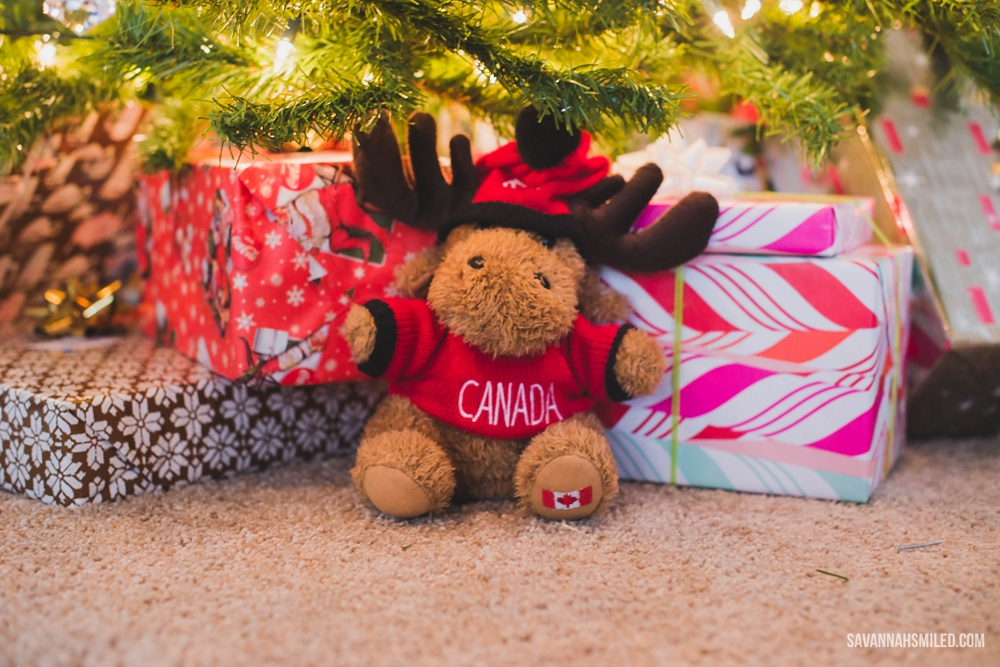 mix-up-christmas-gift-wrap-colors-under-tree-4.jpg