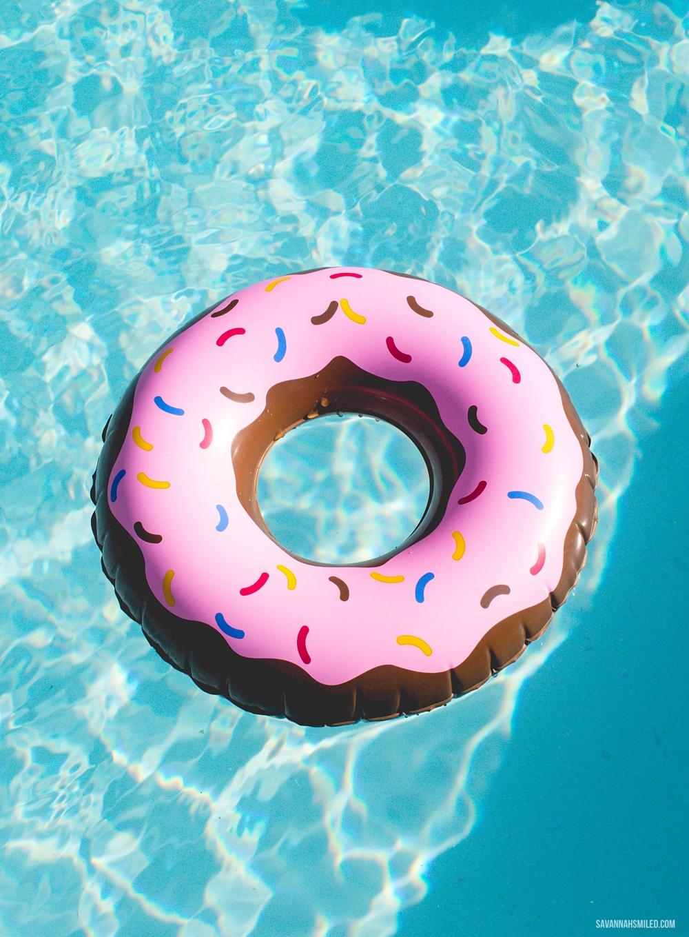 donut-floatie-pool-1.jpg