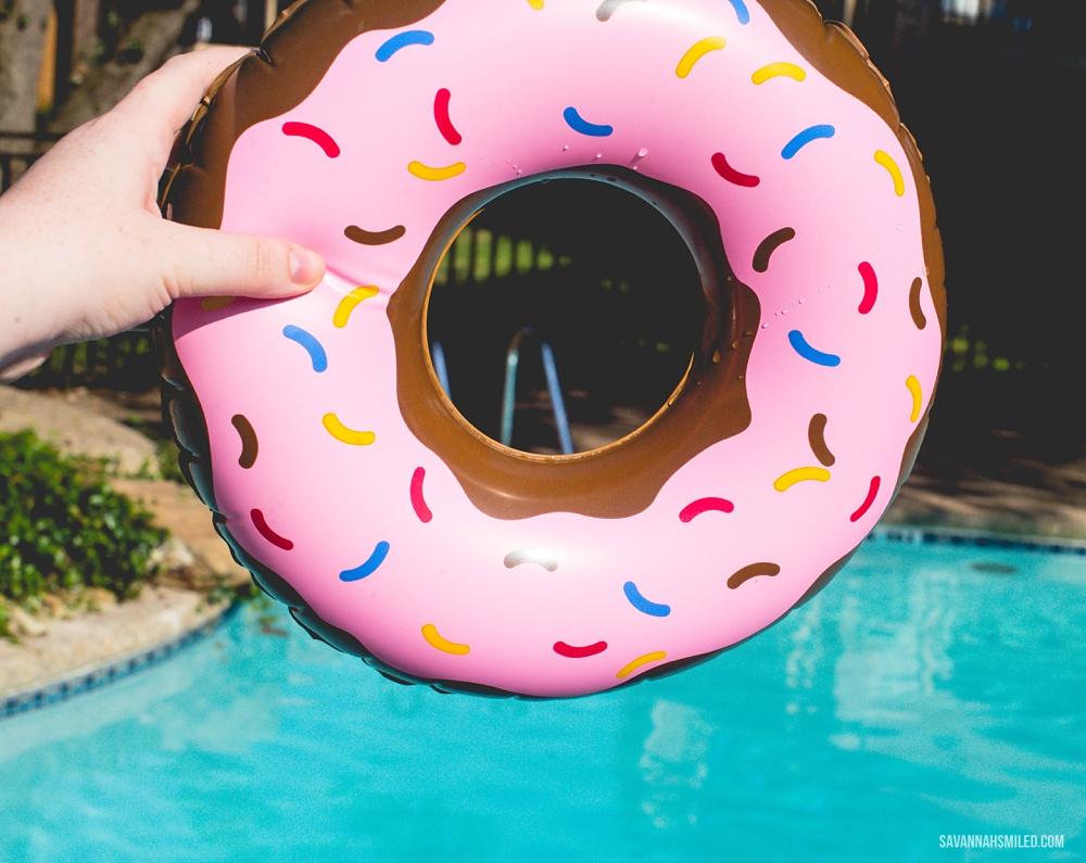 donut-floatie-pool-4.jpg