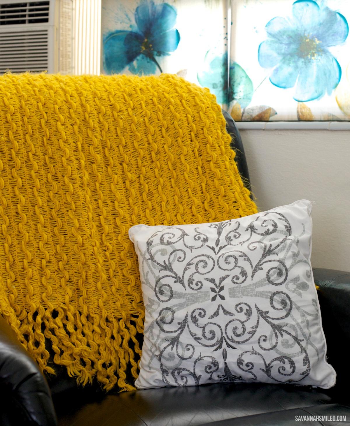 small-studio-apartment-yellow-decor.jpg