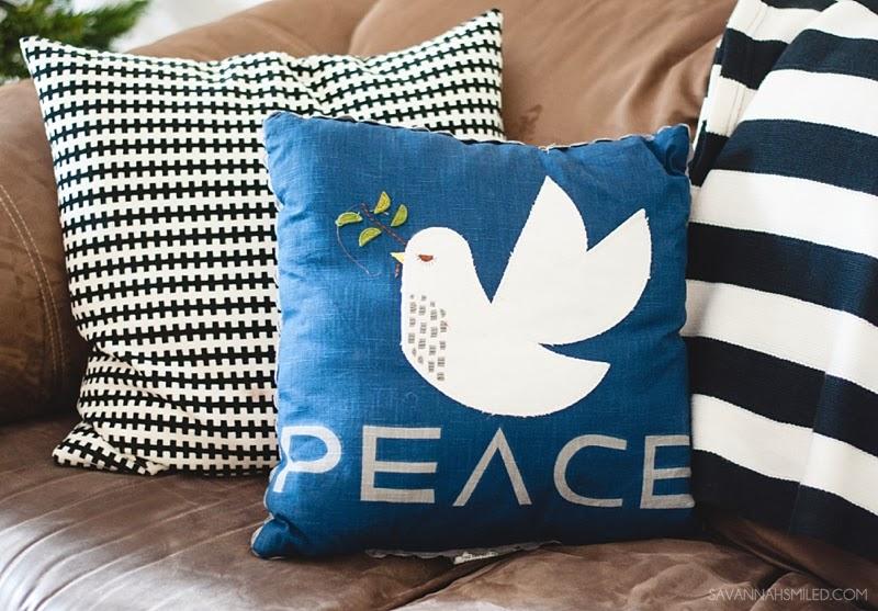 black-white-modern-christmas-pillows.jpg