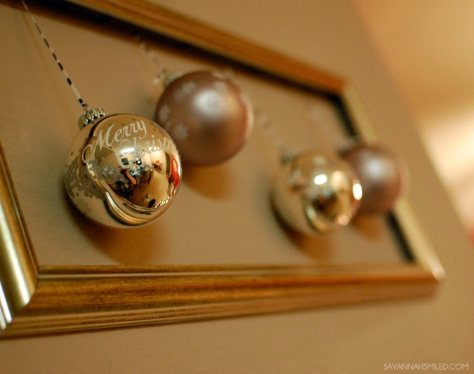 simple-silver-christmas-wall-decoration-photo.jpg