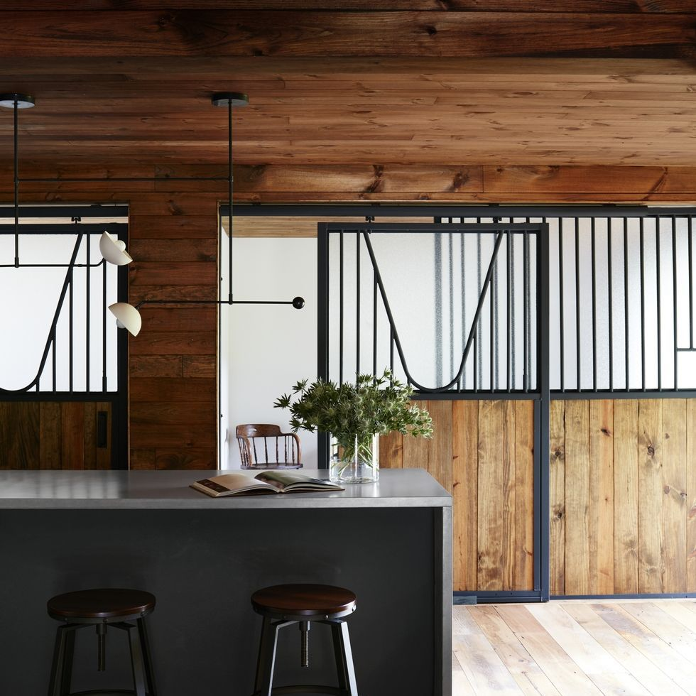 Elle Decor   H  ouse Tour: Amand  a Seyfried's Rustic Catskills Retreat Is A Study In Cozy Moderni  sm