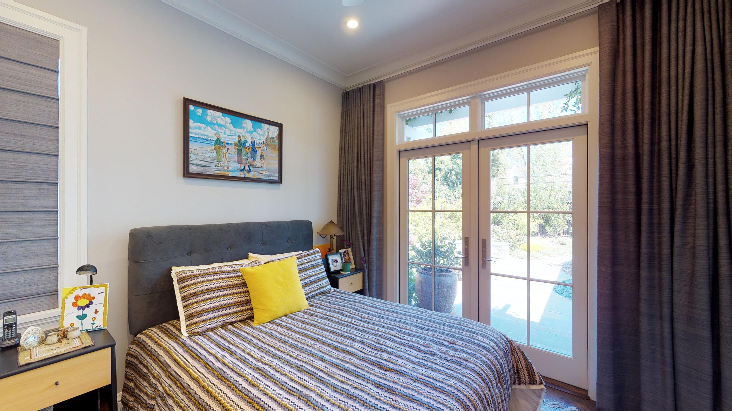 18 - Guest Bedroom.jpg