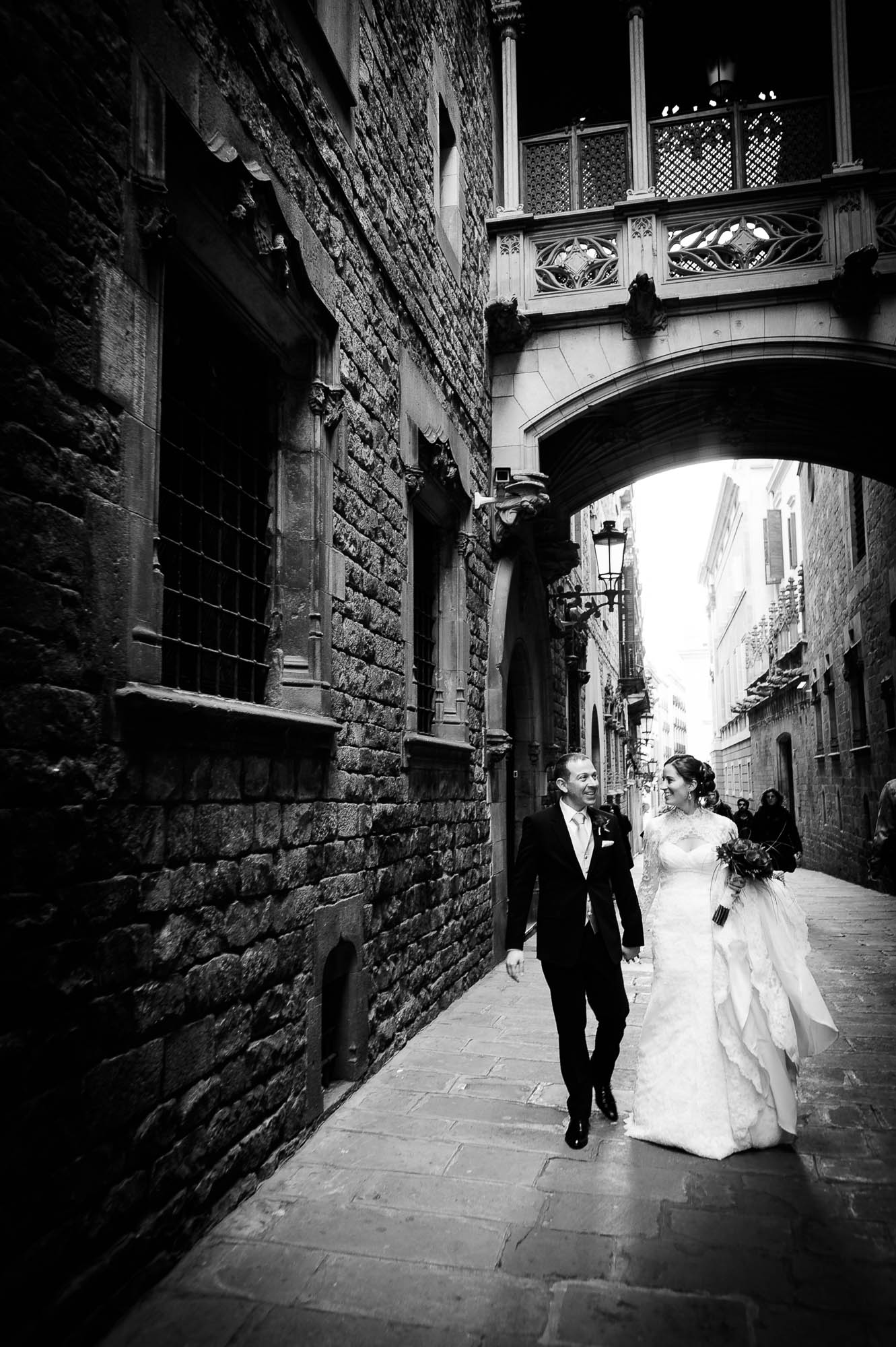 Gothic square wedding in Barcelona