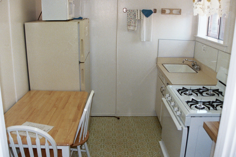 Cabin 15 Kitchen (1).JPG