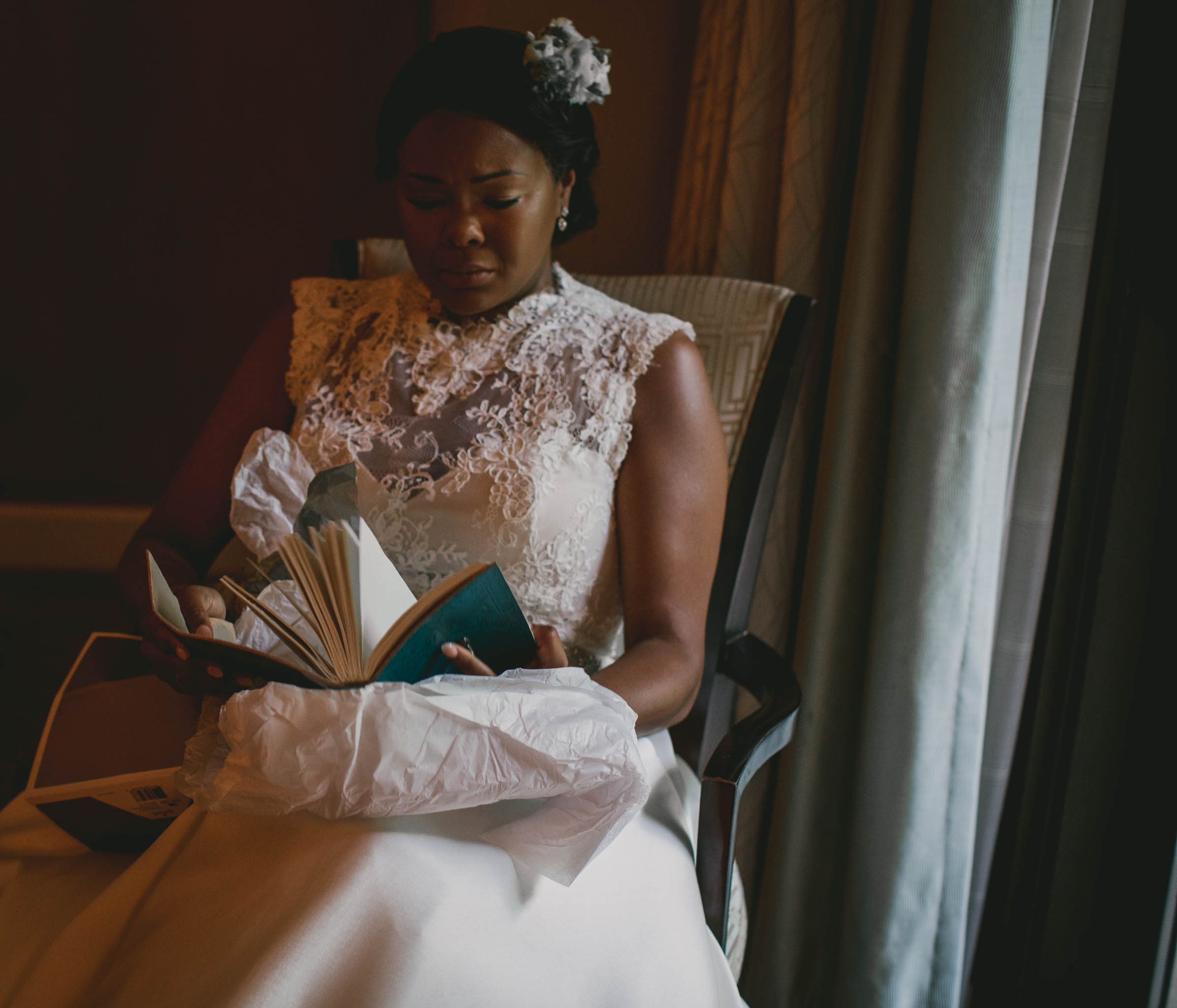 Bride opening her gift from her groom before the ceremony