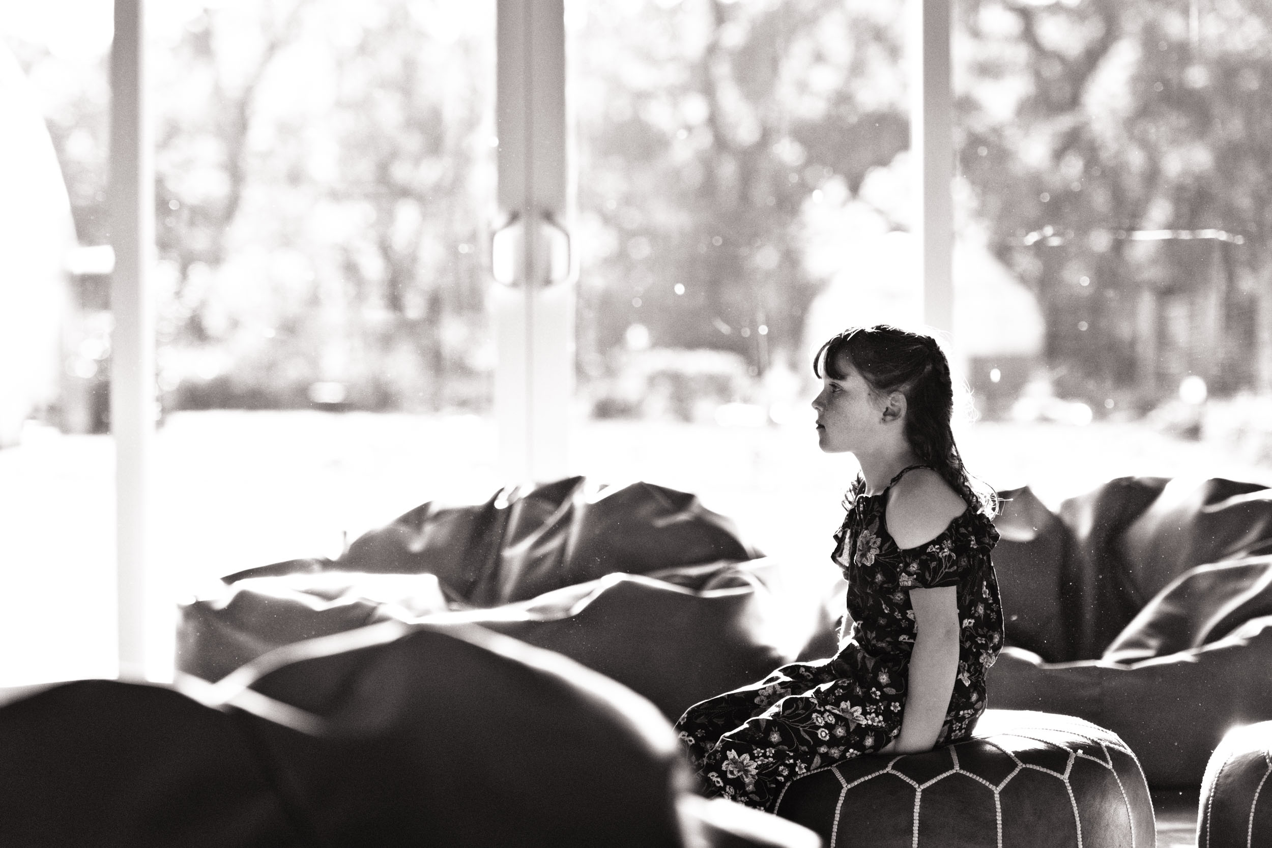 lisa hu chen orange county lifestyle photographer   sonoma california outdoor family session   blair thurston boutique retreat for photographers   black and white little girl in front of windows on couch