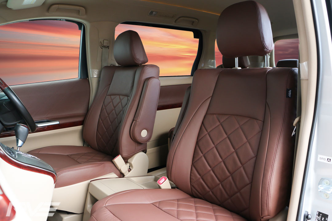 Toyota-Vellfire-Interior-1.jpg