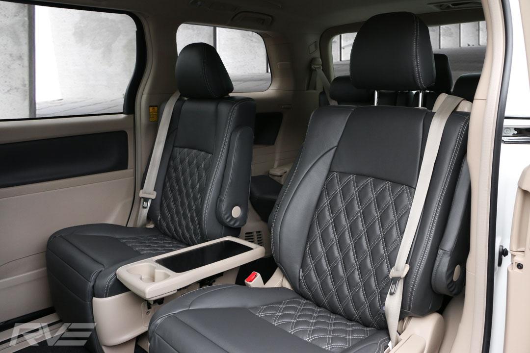 Toyota-Vellfire-Interior-5.jpg