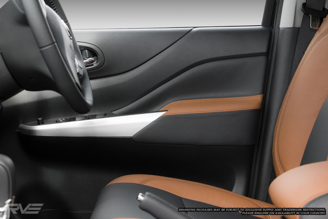 Standard seats in black leather with saddle brown bolster highlights, black stitching and perforated inserts.