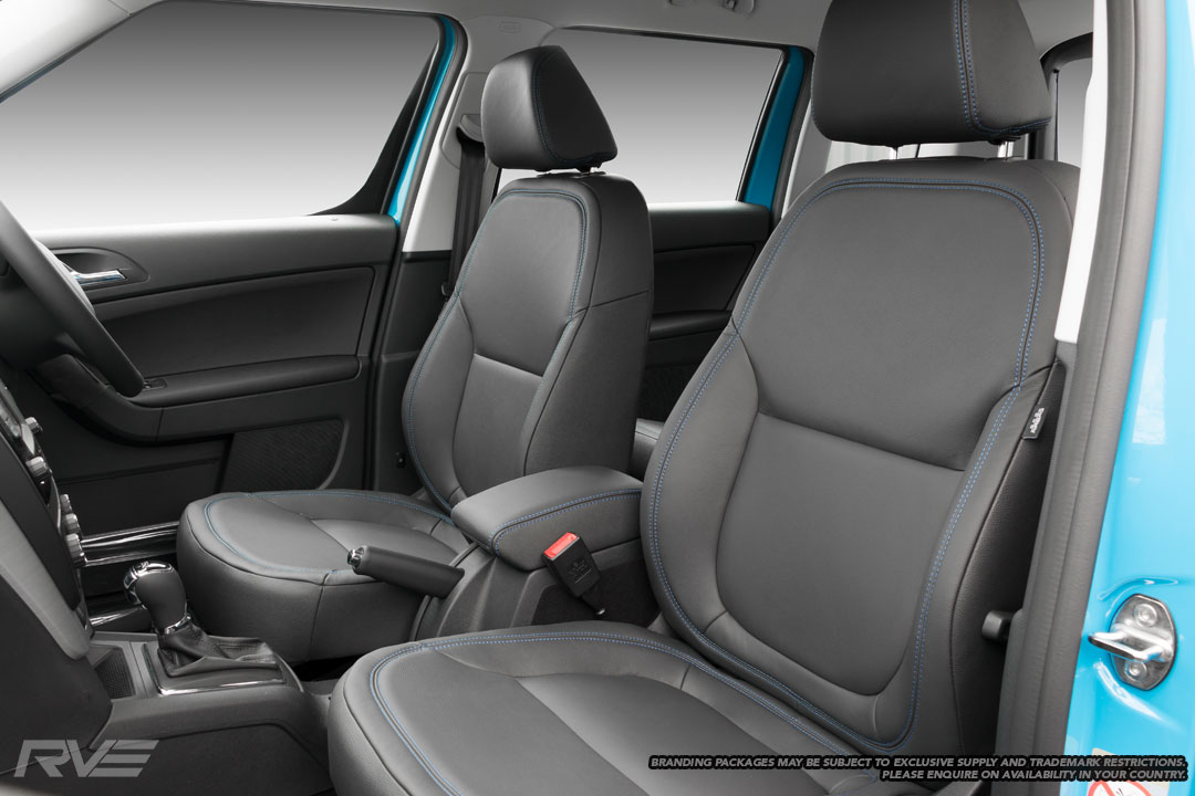 Skoda Yeti - Standard seats in black leather with flat inserts and blue double stitching