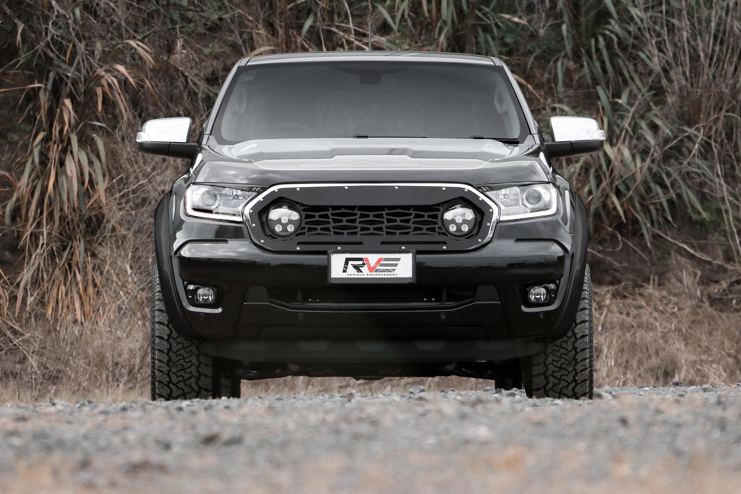 Grille mesh with outer bezel and lights