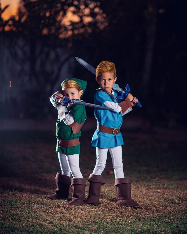 My very favorite costume of all-time was Link of The Legend of Zelda(Thanks Mom!). 30 some odd years later, my boys have the same costume and I couldn't be more geeked about it. @littlelozas killed it with these home made outfits. #botw #zelda #link