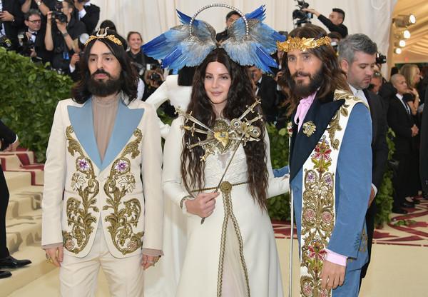 Lana+Del+Rey+Heavenly+Bodies+Fashion+Catholic+3srFy0hD5EEl.jpg