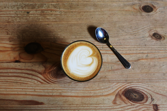 2015-09-Life-of-Pix-free-stock-photos-table-coffee-heart-leeroy-small.png