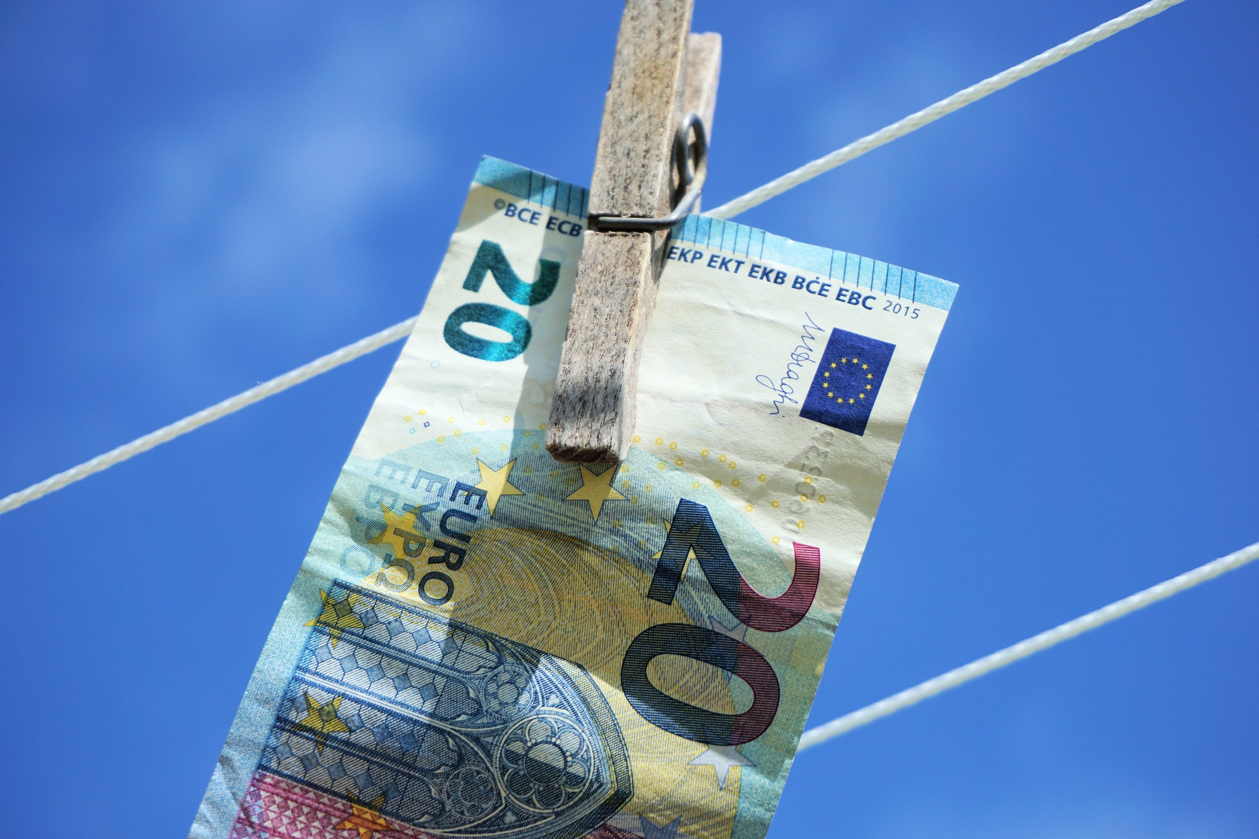 dry-money-blue-cash-currency-euro-577325-pxhere.com_.jpg