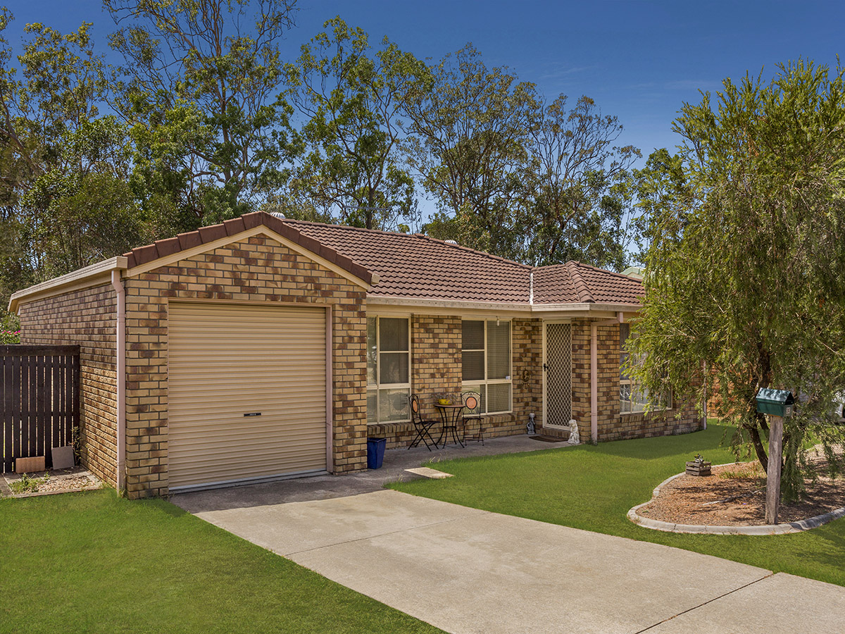 30 Dowling Crescent, Eagleby QLD 4207 - SOLD OFF-MARKET $285,000