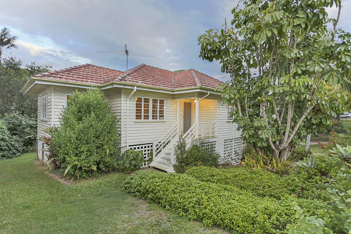 16 Esther Street, Tarragindi QLD 4121 - SOLD $585,000
