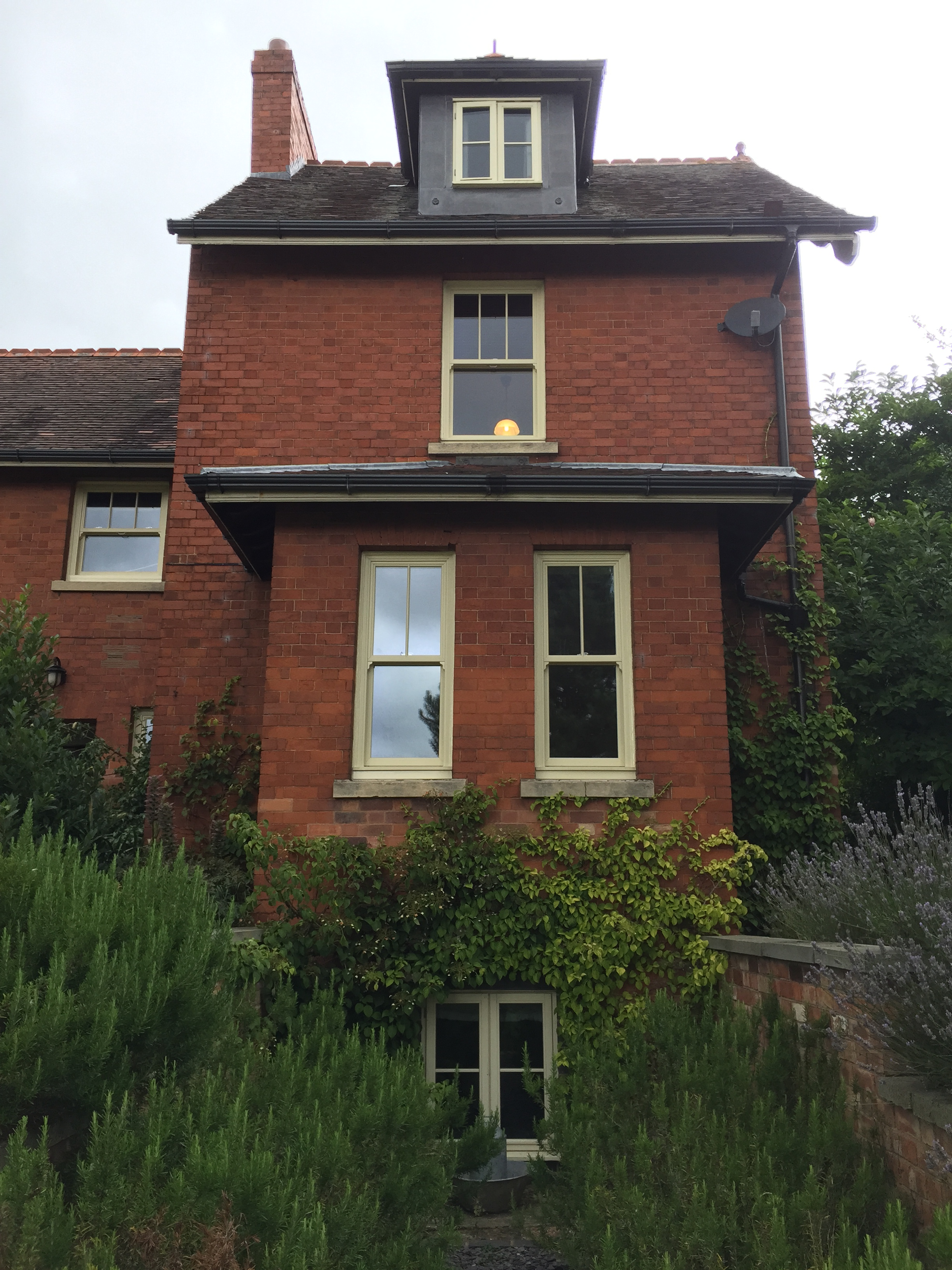 sash windows cream upvc ansty warwickshire
