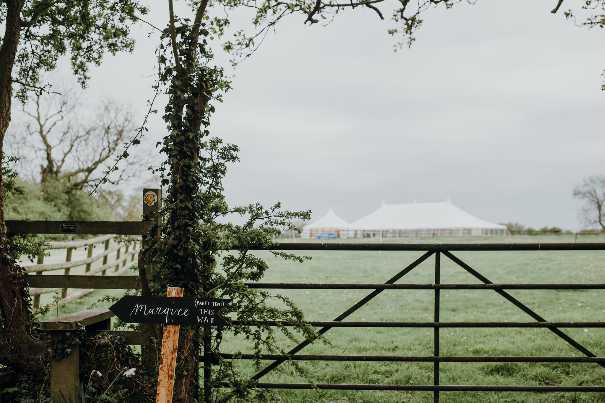 Outdoor-country-wedding-Edinburgh-photographer__0001.jpg