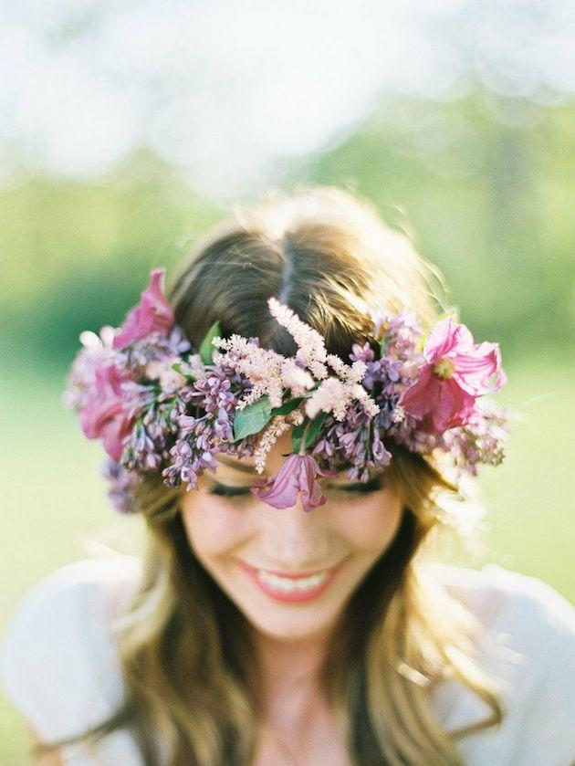 tips-and-ideas-for-wearing-fresh-flowers-in-your-hair-for-your-wedding-441-int.jpg