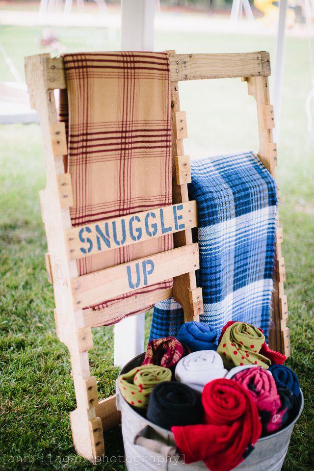001099cd131499c3677af758dc66f820--blanket-holder-blanket-rack.jpg
