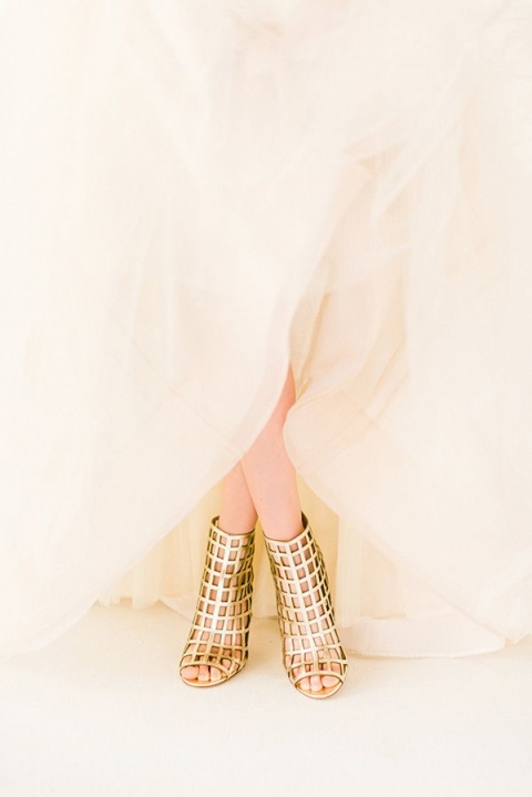 gold-cage-wedding-shoes-rustic-white-photogrphy(pp_w480_h719).jpg