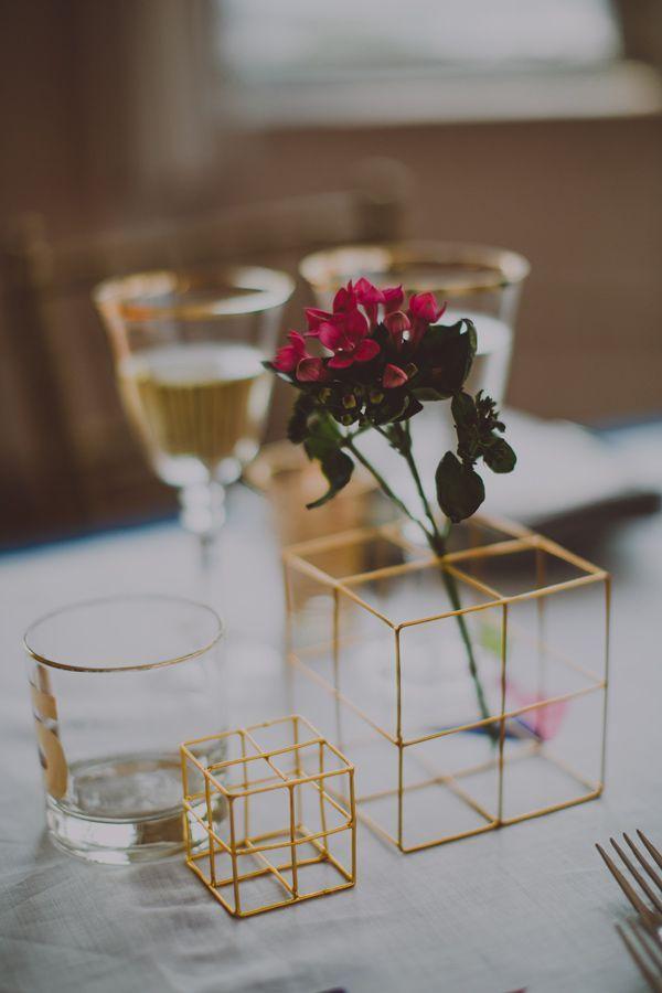 2268bcd92bb9d1a1063b9ed50d74fb3a--wedding-cake-centerpieces-modern-centerpieces.jpg
