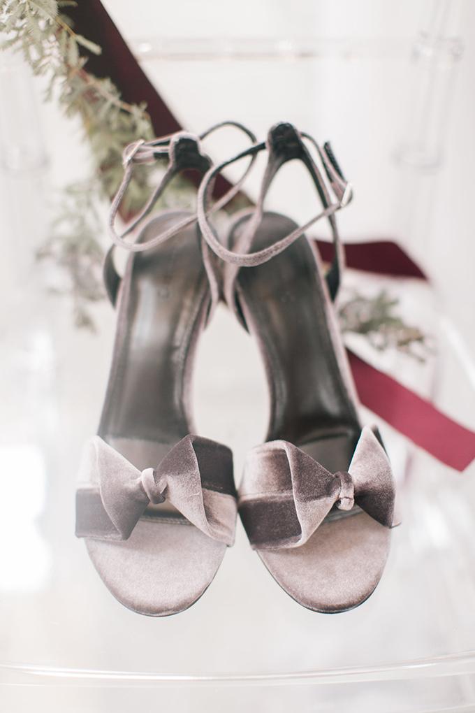 modern-romantic-velvet-wedding-inspiration-Nikki-Moore-Glamour-Grace-02.jpg