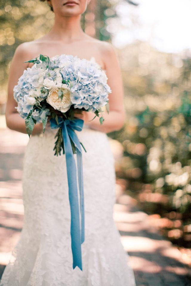 0d4c56b4b1e23da658eeba7a4527388d--blue-bridal-bouquets-flower-bouquets.jpg