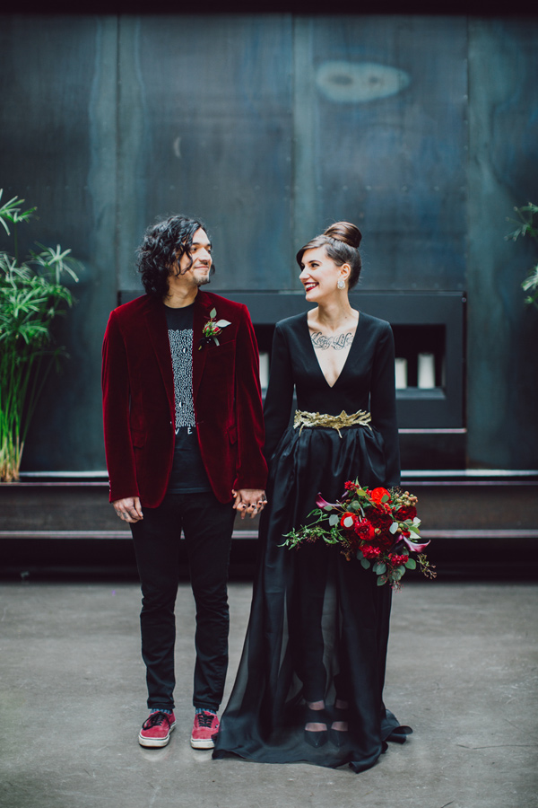 wedding-inspiration-shoot-with-drama-and-romance-01.jpg