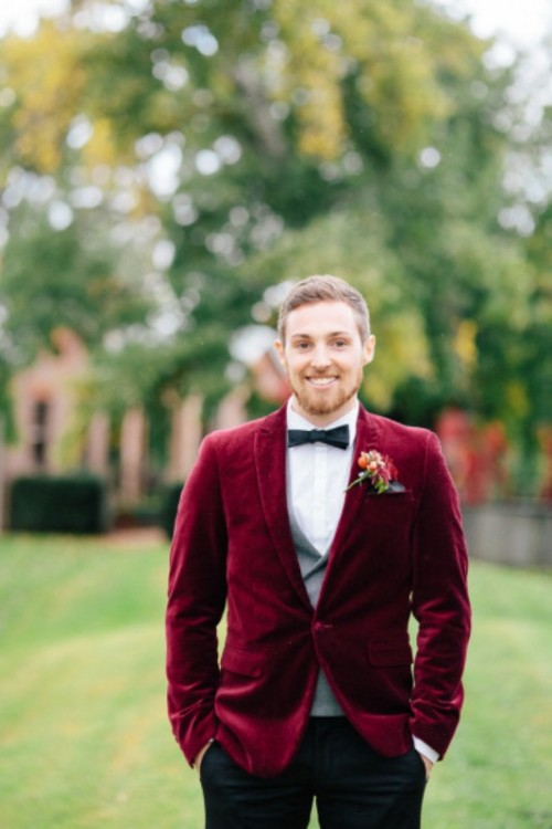 17-velvet-grooms-blazers-and-costumes-for-a-winter-wedding-1-500x750.jpg